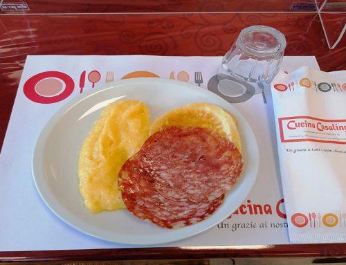 Oggi formaggio alla piastra, soppressa e polenta: come sempre tutto fatto da noi! Guarda come prepariamo la polenta